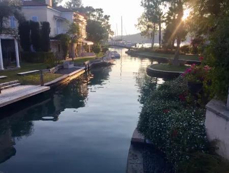 Göcek Port Kanal Kent İçinde Toplam 65 Adet Villa Satılıktır.